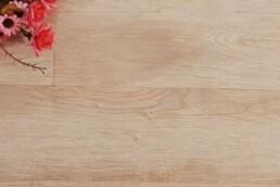 Renovar tu suelo de madera con barniz al agua